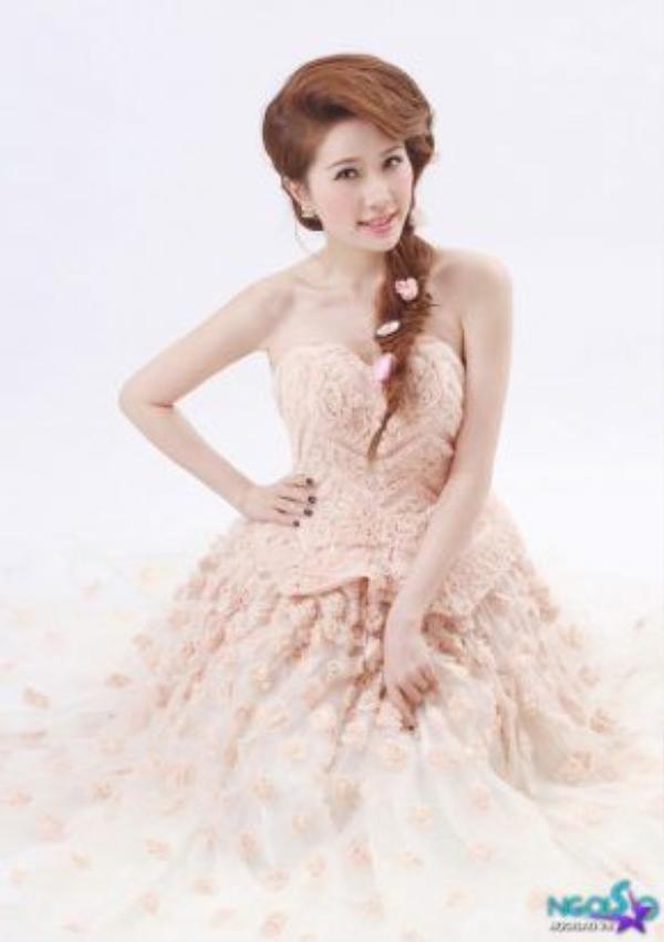 Những mẫu đầm xòe công chúa là một trong những trang phục yêu thích của Bảo Thy tại thời điểm bấy giờ.