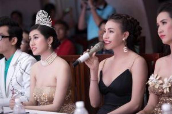 Với mái tóc vấn cao, hình ảnh Trà Ngọc Hằng trên ghế giám khảo của cuộc thi vừa nóng bỏng, vừa sang trọng lấn át nhiều gương mặt đẹp khác.