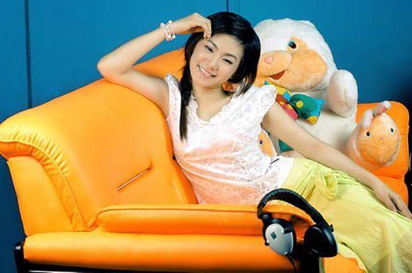Từ thành viên nhóm nhạc H.A.T cùng Phạm Quỳnh Anh và Thu Thủy, Lương Bích Hữu phát triển sự nghiệp solo. Sau đó cô gia nhập nhóm Ngũ Long Công Chúa dưới sự dẫn dắt của nhạc sĩ Nguyễn Hà.