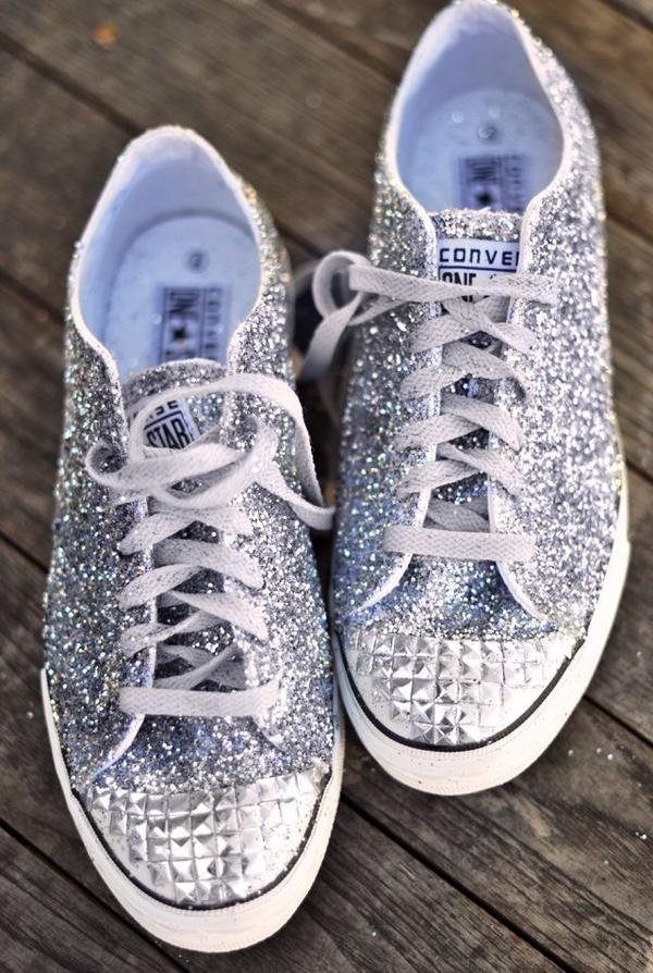 Cận cảnh đôi giày biến mọi cô dâu thành công chúa.