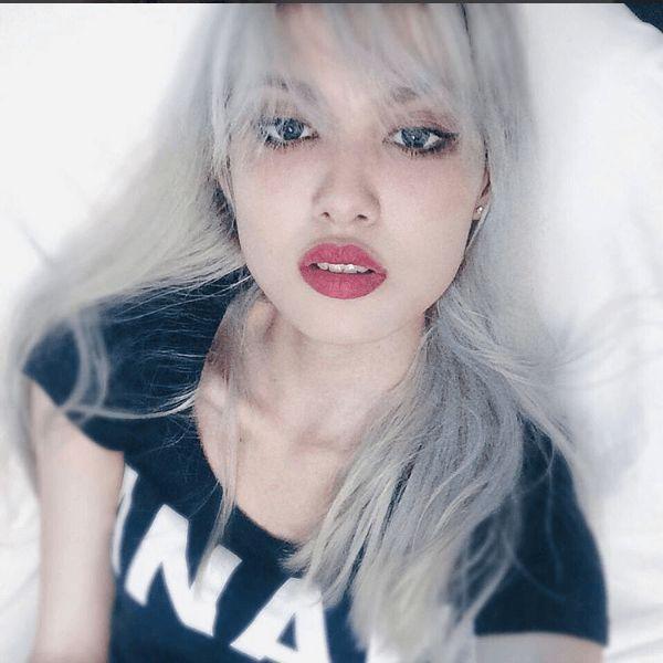 """Hot girl Fung La quen mặt với một loạt vai diễn trong các MV đình đám cũng đã có một thời """"chinh chiến"""" với mái tóc khói ấn tượng và rất """"tây""""."""