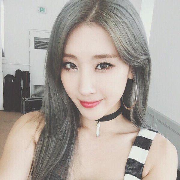 Hoặc kết hợp với kiểu trang điểm tự nhiên Hàn Quốc đều không vấn đề gì. Thông thường màu tóc sáng thường dành cho các cô nàng Âu-Mỹ nhưng con gái châu Á khi để tóc này cũng đẹp và chất không kém.