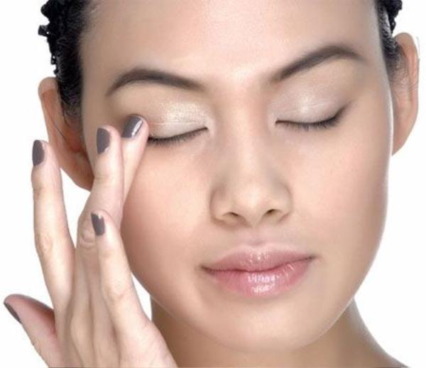 Vì sao người ta trang điểm mắt khói đẹp, còn bạn cứ như thiếu ngủ lâu ngày? ảnh 2