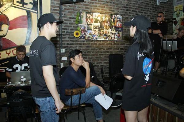 Nhạc sĩ Hồ Hoài Anh chịu trách nhiệm giám đốc sản xuất chương trình.