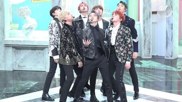 BTS bảnh bao trên sân khấu M!Countdown.