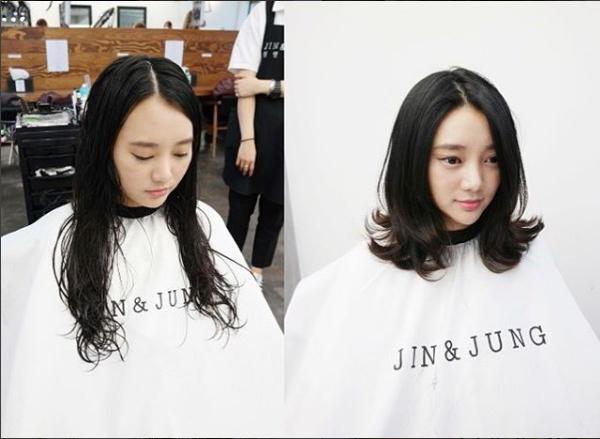 Mái tóc của bạn đang dài ngang lưng nhưng trông có vẻ nó khá đơn điệu. Vậy đừng tiếc chi khi mất đi một ít tóc để mái tóc ngắn qua vai một chút. Phong cách oắn xoăn vểnh cổ điển kết hợp với kiểu rẽ tóc ngôi lệch sẽ giúp ngoại hình của bạn gái sang trọng lên trông thấy.