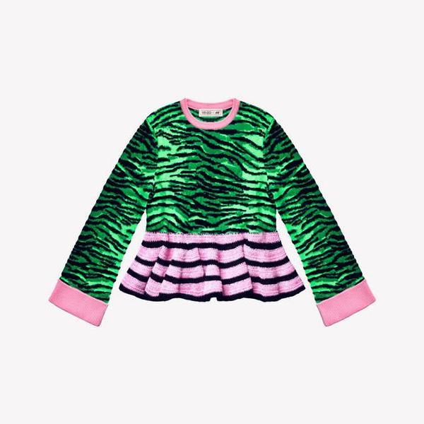 Áo sweater len bèo nhún giá 2 triệu 300 ngàn.