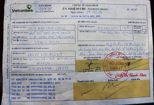 Phiếu gửi tiền 500 triệu đồng từ Quỹ hỗ trợ Phát triển Y tế và Giáo dục Việt Nam của Lý Nhã Kỳ.