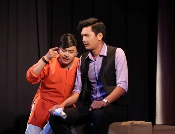 Đi xem kịch: Bạn có thể mua vé ở các sân khấu kịch nổi tiếng ở Sài Gòn như sân khấu kịch Phú Nhuận, Sân Khấu Trẻ, Idecaf, Nụ Cười Mới, Hoàng Thái Thanh… Ảnh: Kichgiadinh.vn.