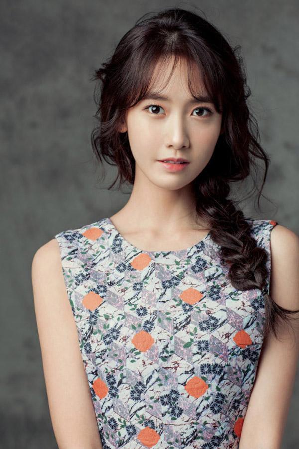 Yoona (SNSD) sở hữu khuôn mặt trái xoan với phần cằm thon gọn cực nữ tính