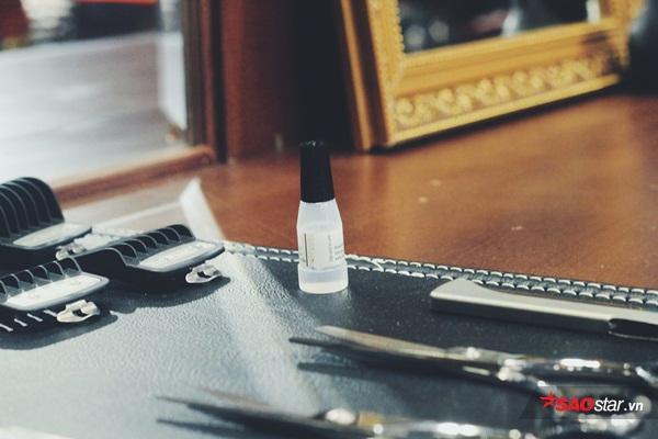 Ống gel nhỏ giúp cho dụng cụ cắt tóc đượctrơn tru.