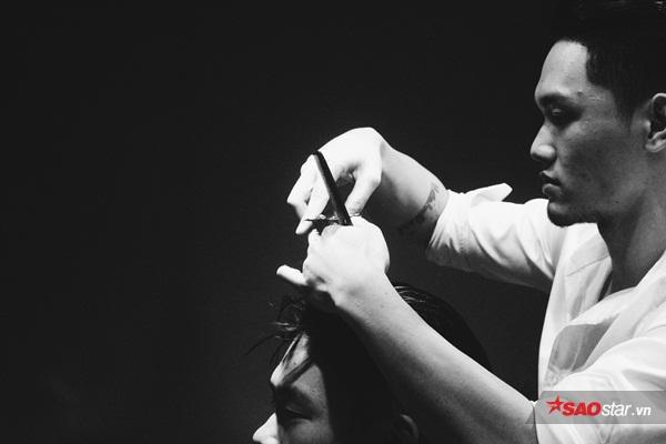 Sự xuất hiện của tiệm cắt tócHouse of Barbaard theo phong cách cổ điển châu Âu ở Hà Nội gây chú ý với nhiều quý ông.