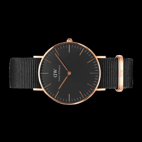 Đồng hồ Classic Black Cornwall với giá 4 triệu 246 ngàn đồng chính là món đồ được lựa chọn mix đôi cùng vòng tay nhiều nhất…