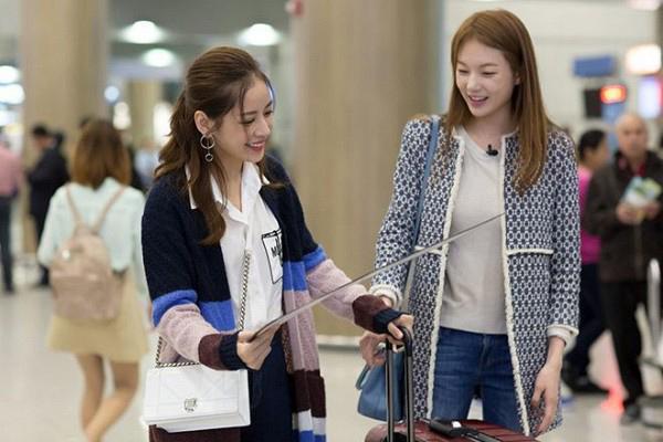 Đầu tháng 10/2016, Chi Pu đã có chuyến công tác ở Hàn Quốc. Ngay khi đến sân bay, Á hậu Hoa hậu Hàn Quốc 2014 Lee Sarah đích thân ra sân bay đón nữ diễn viên xinh đẹp của Việt Nam.