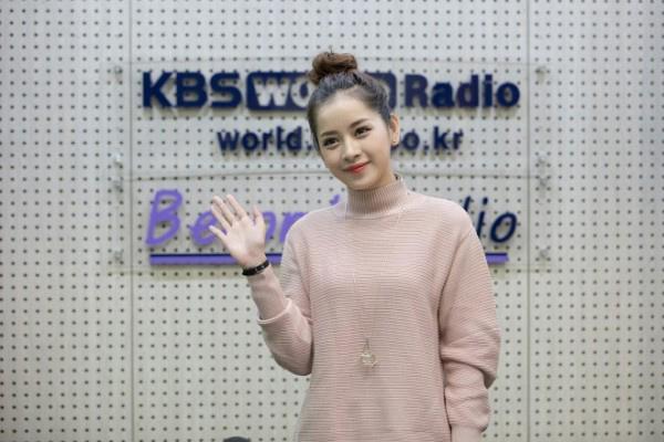 Chi Pu bất ngờ trở thành khách mời của đài KBS sau chiến thắng tại Asia Artist Awards 2016.