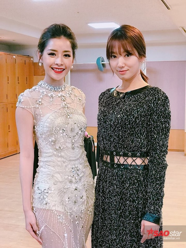 Trong hậu trường lễ trao giải Asia Artist Awards, Chi Pu có dịp đọ sắc bên người đẹp Park Shin Hye.