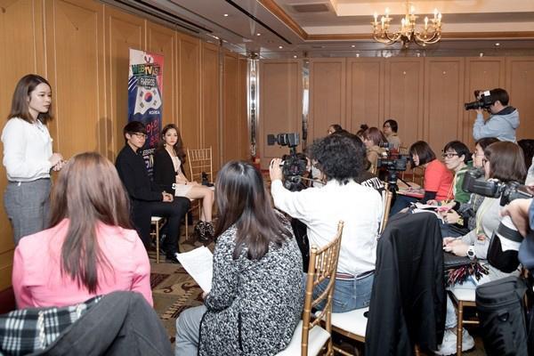 Hậu WebTVAsia Awards, Chi Pu có một buổi phỏng vấn với giới truyền thông của các quốc gia trong khu vực châu Á như Hàn Quốc, Trung Quốc, Malaysia, Hồng Kông, Đài Loan, Singapore…