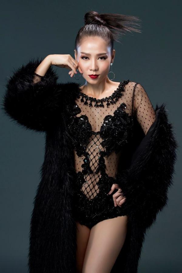 Mỗi một khung ảnh thời trang đều là sự biến hóa khác nhau của nữ ca sĩ Thu Minh.