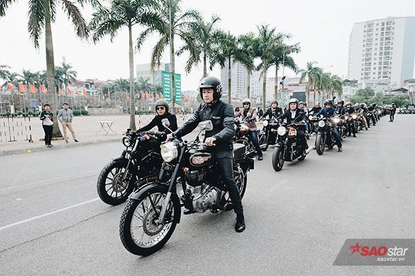 MC Anh Tuấn và Tuấn Hùng dẫn đầu đoàn xe diễu hành.