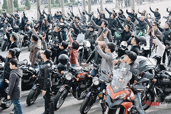 Ai ai cũng đều hưởng ứng và ủng hộ MC Anh Tuấn.
