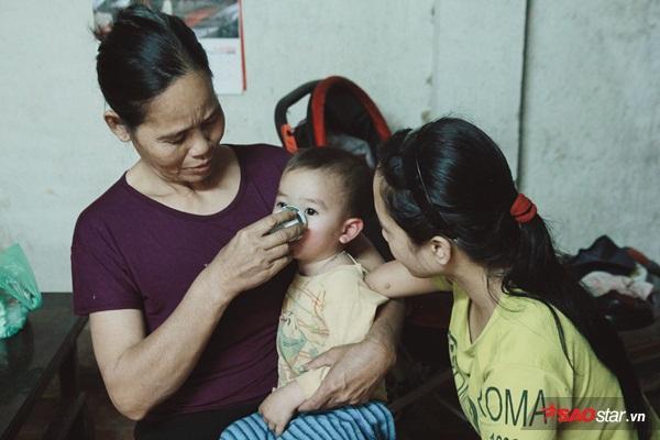 Dù chịu nhiều thiệt thòi khi sinh ra nhưng chị Trần Thị Cậy luôn khát khao một lần làm mẹ.