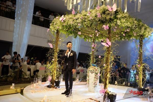 Chú rể Thành Trung làm MC cho chính đám cưới của mình.