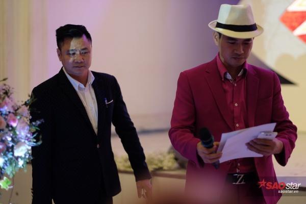 Sau đó, Tự Long và Xuân Bắc xuất hiện để làm lễ ký kết hôn nhân cho Thành Trung.