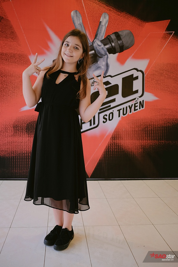Cũng trong buổi sơ tuyển sáng 25/3 ở Hà Nội, còn có sự gó mặt của cô bé người Nga team HLV Vũ Cát Tường Milana.