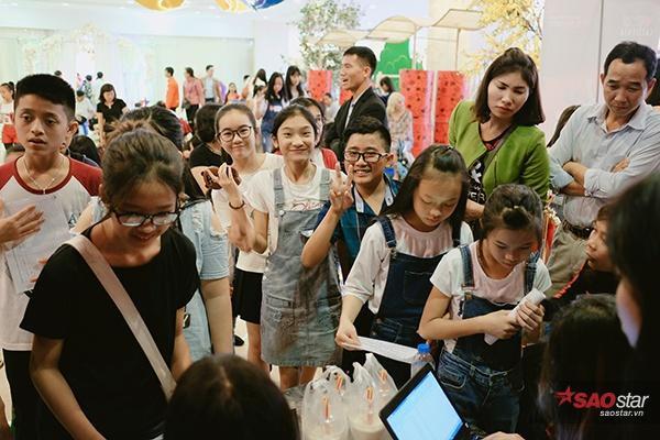 Không chỉ có ở Hà Nội mà còn nhiều thí sinh ở Thanh Hóa, Vĩnh Phúc, Nam Đinh, Bắc Ninh… cũng được bố mẹ đưa đến.