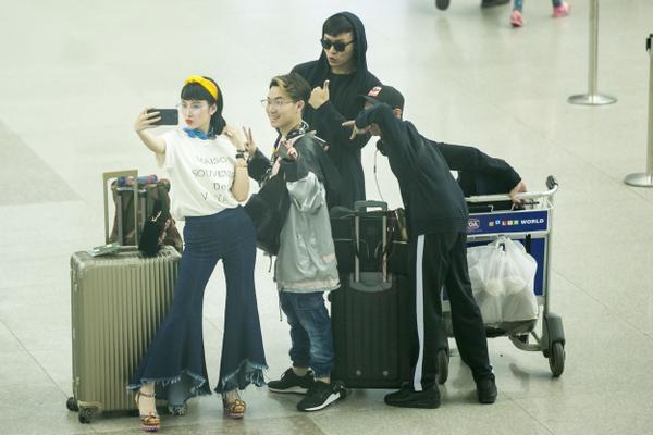 Sau khi trở về từ Hàn Quốc, Angela Phương Trinh sẽ cùng ê-kíp bắt tay vào thực hiện những khâu cuối cùng cho buổi ra mắt BST It Girl sẽ được diễn ra vào ngày 23/4 tại khách sạn Park Hyatt Sài Gòn.
