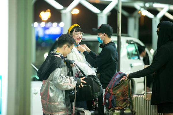Mới đây, Angela Phương Trinh có mặt tại sân bay Tân Sơn Nhất cùng ê-kíp.