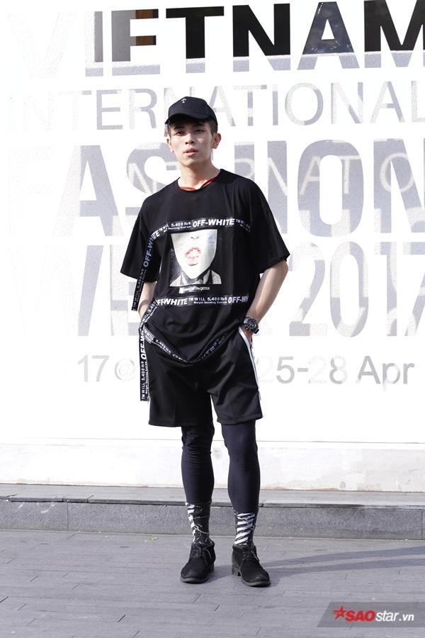 All black nhưng khỏe khắn như thế này có diện hết tuần lễ thời trang cũng chẳng sợ lỗi mốt.