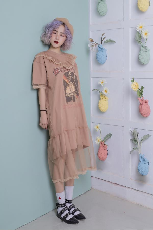 Không kém phần ngọt ngào trong những chiếc váy voan phối bèo vô cùng đáng yêu.