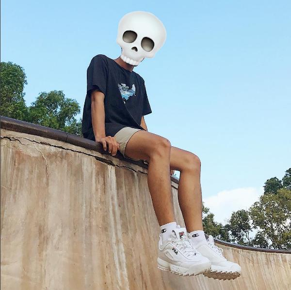 """Nhiếp ảnh gia Đào Nhật Tân cũng không nằm ngoài """"cơn sốt"""" này. Là người đứng sau hàng loạt tấm hình cực nghệ hay street style chất nhưng ít khi nào anh chàng để lộ khuôn mặt thật của mình trên mạng xã hội."""