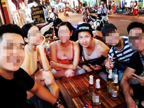 Nhóm bạn đi cùng diễn viên Phạm Anh Tuấn