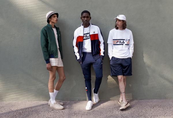 Khi team FILA cũng có hội có phường mặc giống nhau cho chất còn cho ra ảnh streetwear thiệt cool.