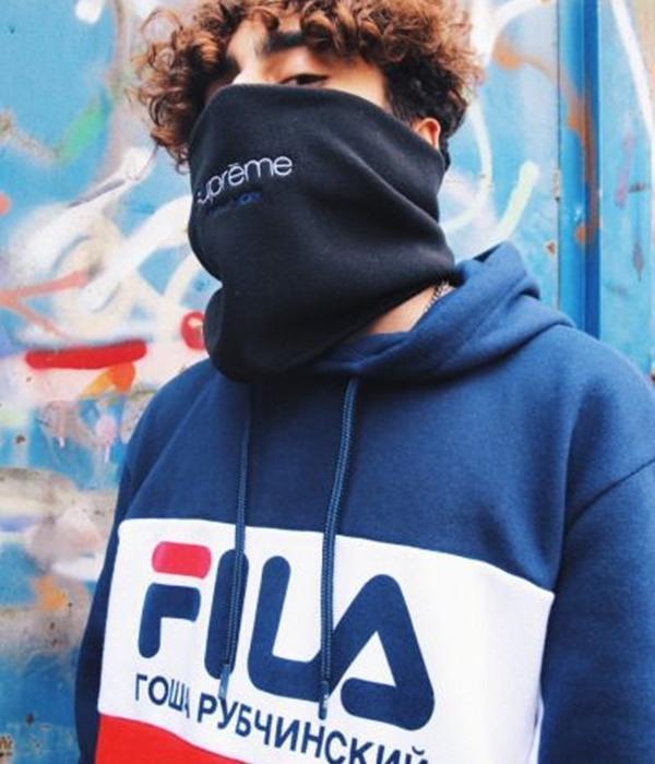 Điều đặc biệt của FILA là khi bạn kết hợp chúng với những thương hiệu streeatwear khác hay thậm chí thương hiệu xa xỉ như Chanel, Gucci, LV,…cũng hợp rơ đến bất ngờ. Nên chẳng tự nhiên mà những item từ FILA cứ ngày càng xuất hiện nhiều trên outfit của giới trẻ.
