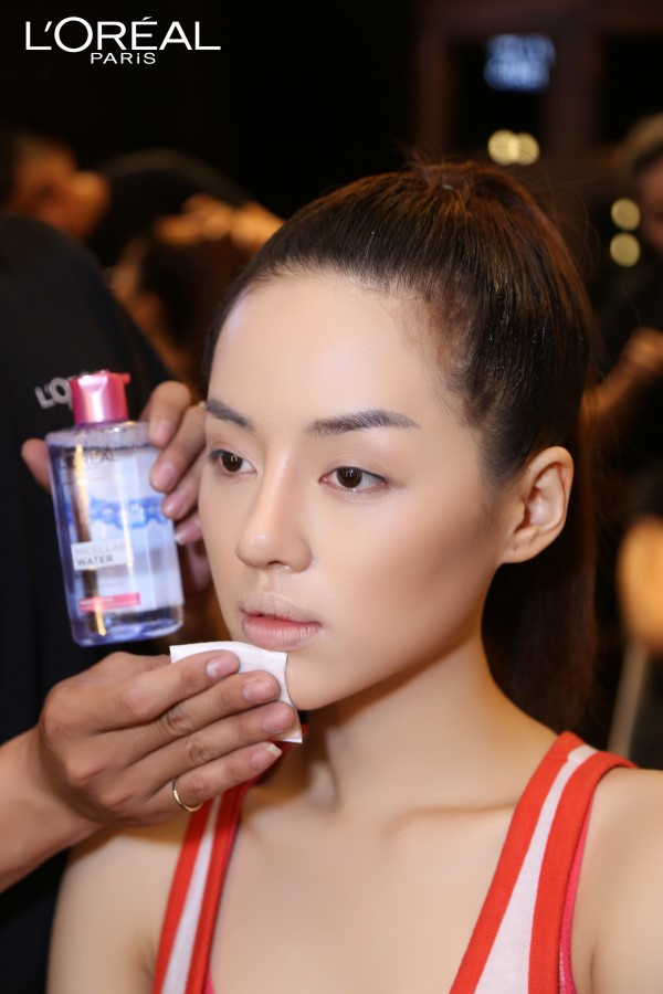 Nước tẩy trang 3 trong 1 Micellar Water chính là vũ khí đắc lực để các cô nàng của The Face sở hữu làn da sạch sẽ và khỏe mạnh.