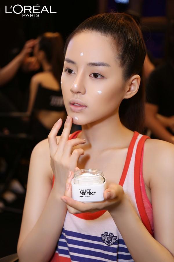 Tẩy trang với Micellar, làn da sạch bụi bẩn giúp cho các bước tiếp theo được phát huy tối đa công dụng của nó.
