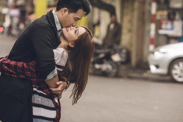 Chẳng ngần ngại trao nhau nụ hôn ngọt ngào!