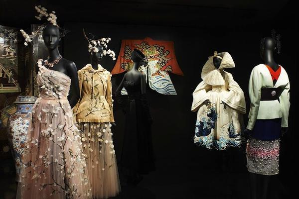 Phát hoạ chặng đường 70 năm của Christian Dior, vì vậy mỗi thiết kế trong từng thời kì đều có gu thời trang nhất định.