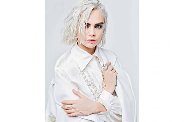 …Cara Delevingne lại cá tính và bản lĩnh với sức hút của một người mẫu kỳ cựu.