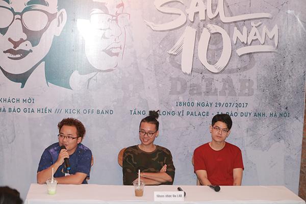 Nhóm Da LAB trong buổi họp báo công bố liveshow tại Hà Nội.
