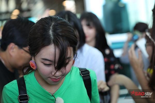 Chaeyoung đáng yêu tại sân bay.