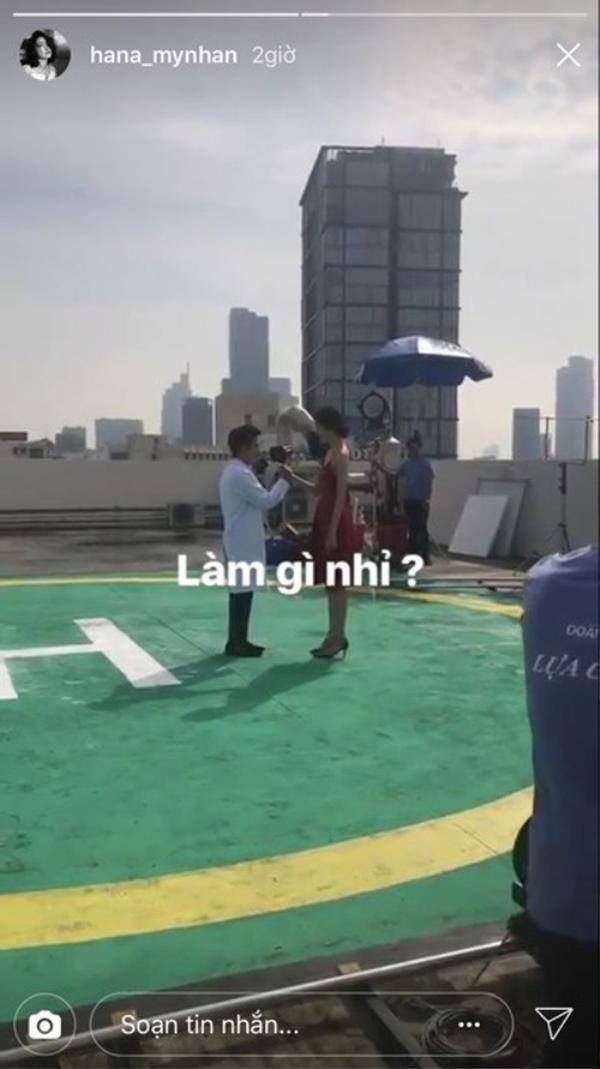 Trên story Instagram của Trương Mỹ Nhân chia sẻ một cảnh quay mà cô đang tham gia. Đáng chú ý, Trường Giang cũng có mặt tại đây.