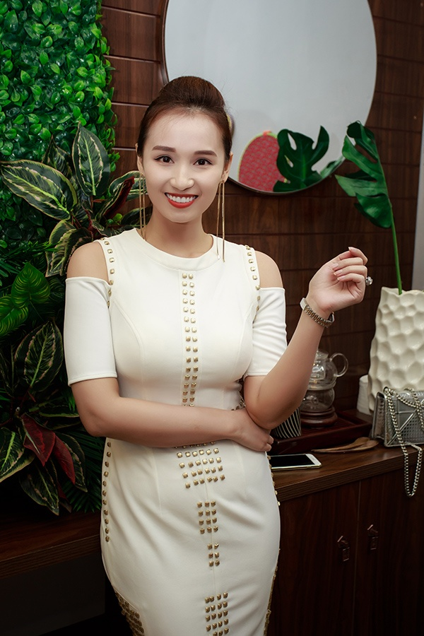 Diễn viên Lã Thanh Huyền có mặt khá muộn vì trời mưa lớn.