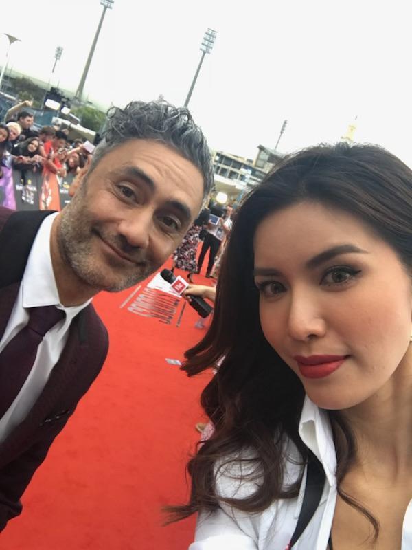 Minh Tú và đạo diễn Taika Waititi.
