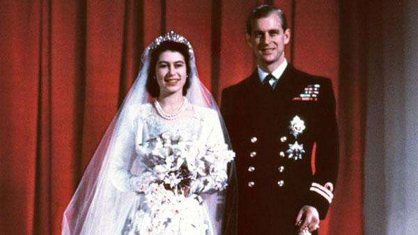 Nữ hoàngElizabeth và Hoàng tử Phillip kết hôn năm 1974.