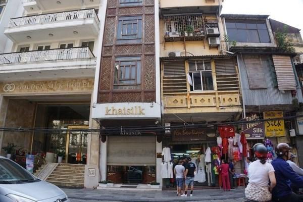Cửa hàng Khaisilk số 113 Hàng Gai sau khi bị khách hàng tố bán hàng Made in China.