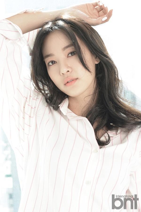 Gương mặt khả ái khiến Joo Yeon thường xuyên xuất hiện tại các tác phẩm phim điện ảnh, truyền hình.
